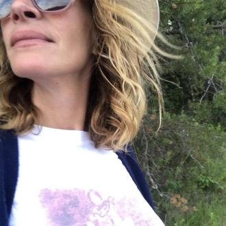 Julia Roberts marks 17th wedding anniversary with t-shirt tribute to husband
