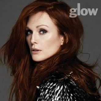 Julianne Moore Gets Help To Be Beautiful
