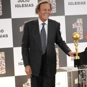 Julio Iglesias Has Passport Stolen From Hotel Room