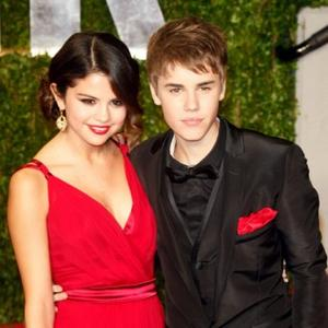 Justin Bieber And Selena Say It With A Kiss