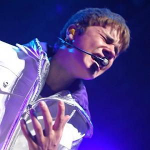 Justin Bieber Meets Japanese Tsunami Victims