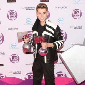 Justin Bieber Brings Festive Cheer To The Us X Factor