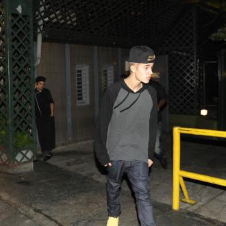 Justin Bieber Entartains With Skateboarding Tricks
