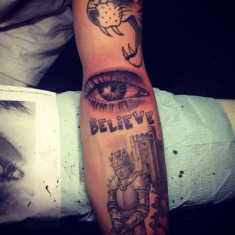 Justin Bieber Gets Strange Eye Tattoo