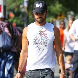 Justin Theroux boxes his way to beautiful body