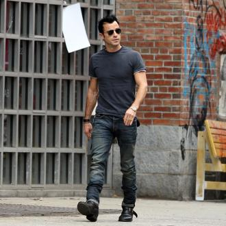 Justin Theroux Shows Tattoos For Practical Reason