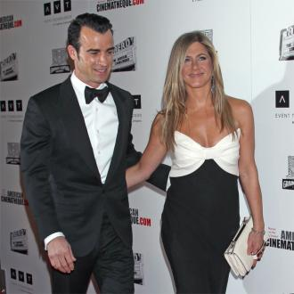 Jennifer Aniston And Justin Theroux Set Wedding Date?