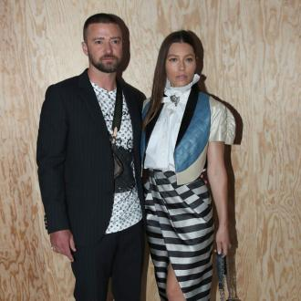 Jessica Biel can't keep up with Justin Timberlake's moves