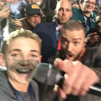Justin Timberlake Snaps Super Bowl Selfie With Fan