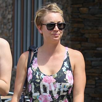 Kaley Cuoco-Sweeting gives Johnny Galecki love advice