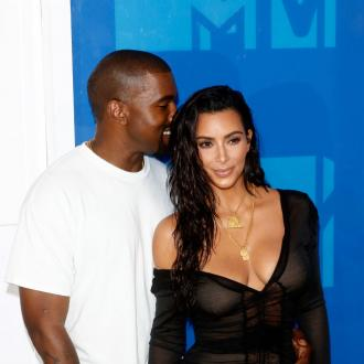 Kanye West gushes about wife Kim at Los Angeles concert