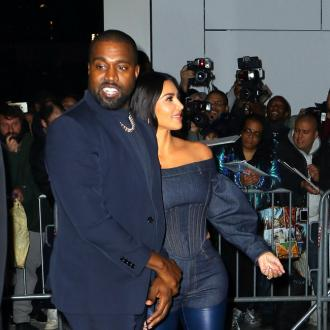 Kanye West says sorry to wife Kim Kardashian West