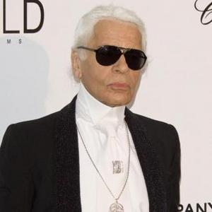 Karl Lagerfeld Pretends To Be A Statue