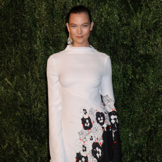 Karlie Kloss praises model moms