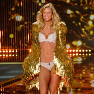 Karlie Kloss leaving Victoria's Secret