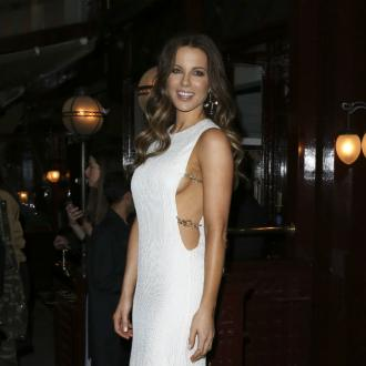 Kate Beckinsale Natural With Guns