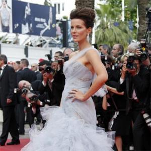 Kate Beckinsale Needs Help To Look Good