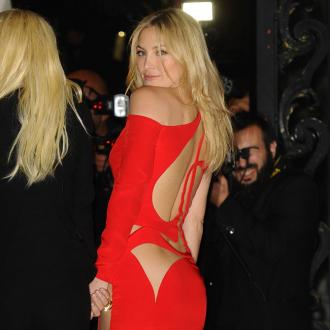 Kate Hudson Bares Bottom In Versace Gown