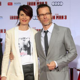 Guy Pearce splits from wife