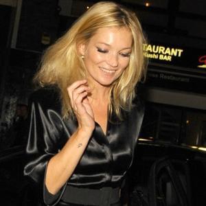 Kate Moss Addicted To Perfume