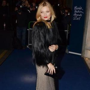 Kate Moss Suffers Arm Paralysis