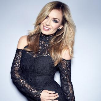 Katherine Jenkins re-signs with Decca Records