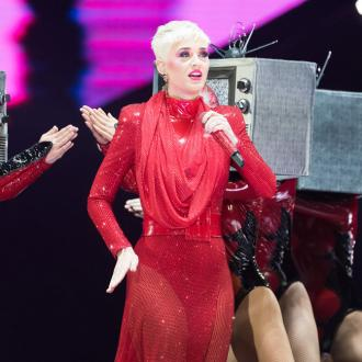 Katy Perry mocks Madonna's accent