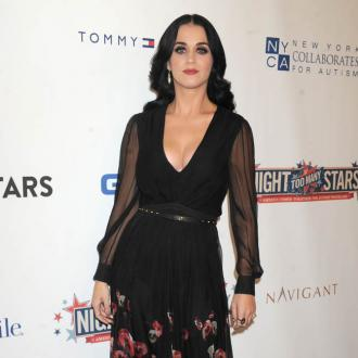 Katy Perry's Pals Want Pattinson As Her Man