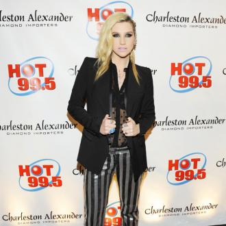 Ke$ha Finds Mysterious Pubic Hair In Bed