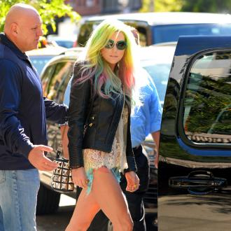 Ke$ha's Fans Urged Not To Send Her Teeth