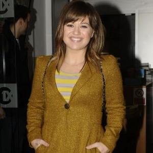 'Super Happy' Kelly Clarkson