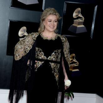 Kelly Clarkson's vampiric lifestyle