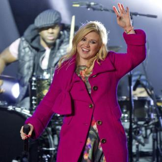 Kelly Clarkson Takes Baby Daughter To First Concert