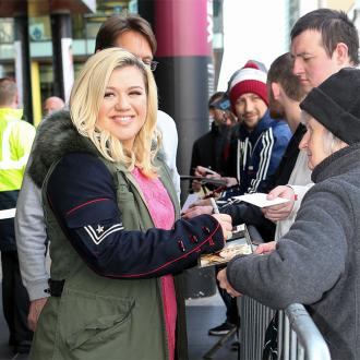 Kelly Clarkson Desperate To Tour