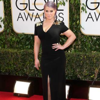 Kelly Osbourne Suffers Fashion 'Drama' At Golden Globes