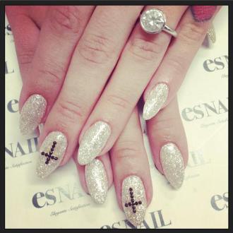 Kelly Osbourne Flaunts Engagement Ring