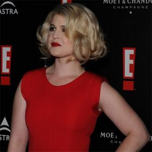 Kelly Osbourne Sweats On Red Carpet