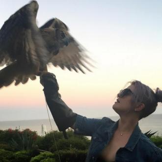 Kelly Osbourne makes friends with owl