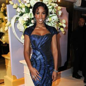 Kelly Rowland Loves Illuminating Powder