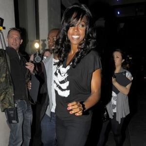 Kelly Rowland Solves Baby Blue Present Dilemma