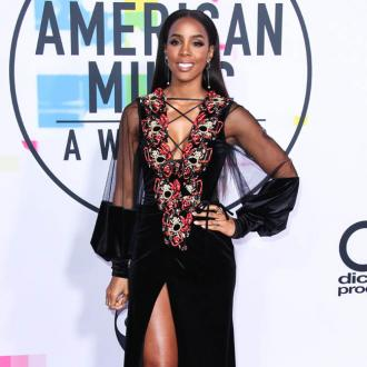 Kelly Rowland says she's 'proud to be chocolate'