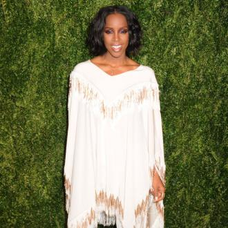 Kelly Rowland urges fans to be nice