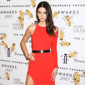 Kendall Jenner shaves legs in the car