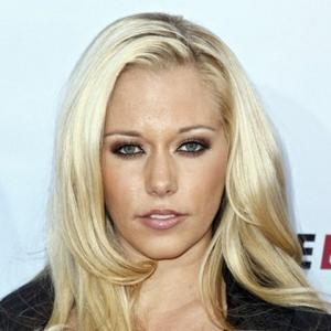 Recycling Queen Kendra Wilkinson
