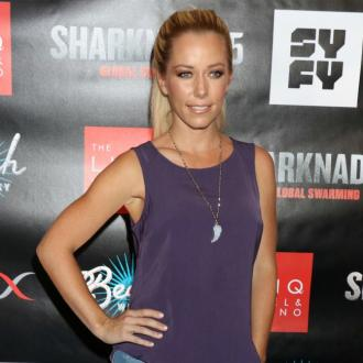 Kendra Wilkinson's dog dies