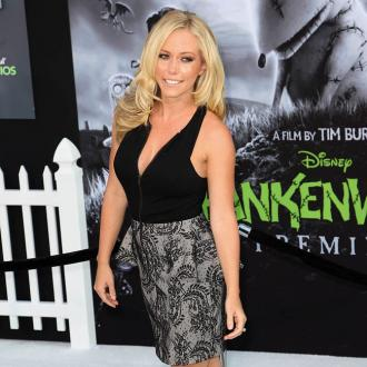 Kendra Wilkinson Bonds With Son In Shower