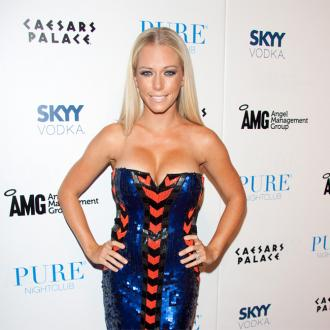 Kendra Wilkinson Teaches Herself To Cook