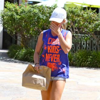 Kendra Wilkinson Doesn't Fit In Jeans