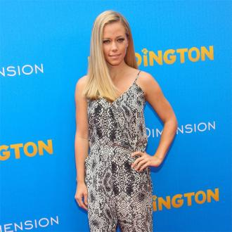 Kendra Wilkinson has thick hair