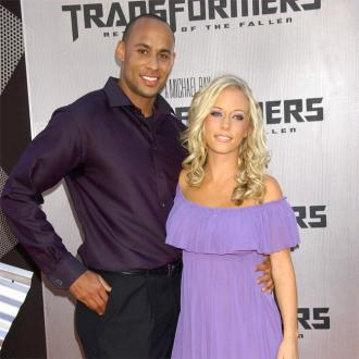Kendra Wilkinson Thinks Husband Is Being Blackmailed